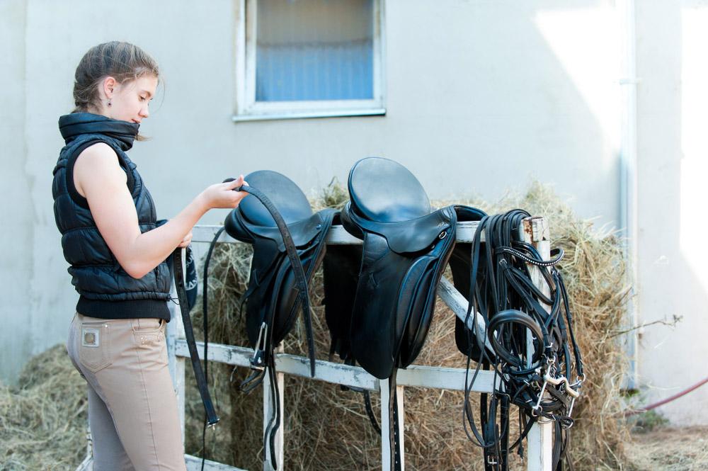 girl assembling black saddle