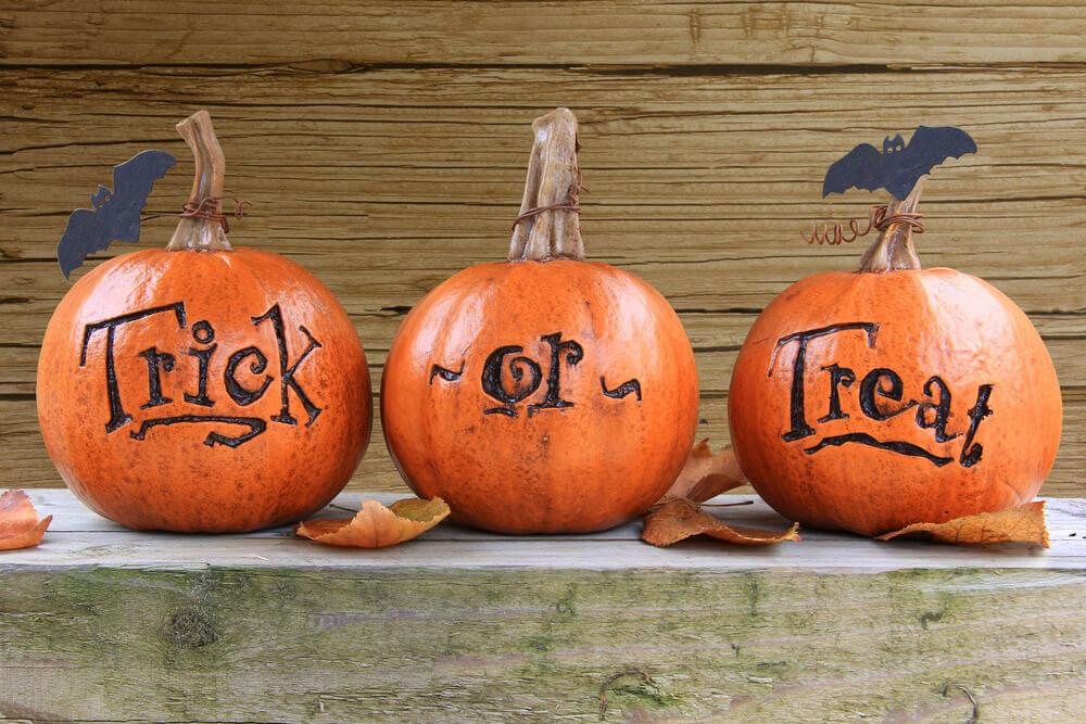 trick or treat pumpkin curving