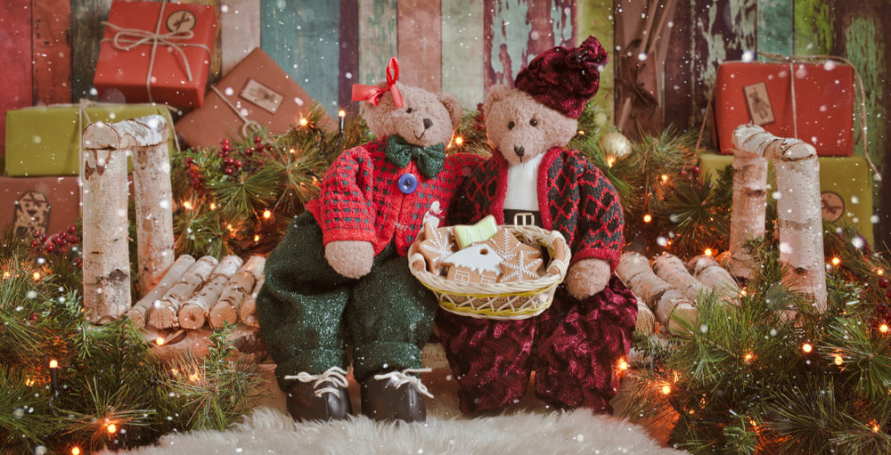 two teddy bears on a wooden bench